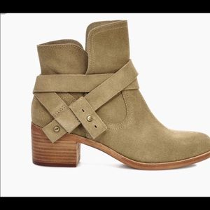 UGG Elora boots size 9. Beautiful!! Worn once.